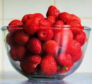 BowlStrawberriesJune2015